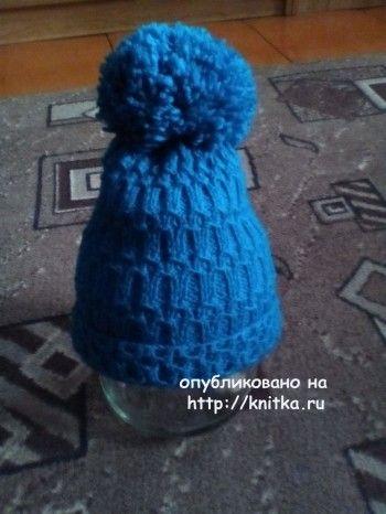 Женская шапочка спицами – работа Юлии. Вязание спицами.