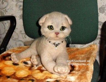 Вязаная игрушка котенок – работа Ирины. Вязание спицами.