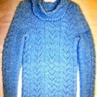 Вязаный спицами свитер – работа Марии Гнедько