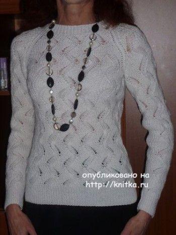 Белый джемпер спицами – работа Марины Ефименко. Вязание спицами.