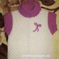 Вязаный спицами жилет – работа Марии Гнедько