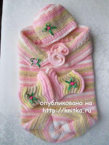 Конверт, пинетки и шапочка спицами для новорожденного