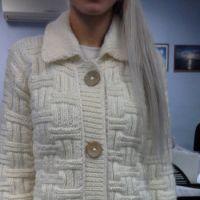 Вязаное спицами пальто – работа Ольги