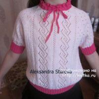 Вязаная кофточка для девочки – работа Александры Старовой