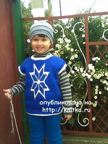 Весенний жилет для мальчика связанный спицами