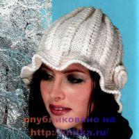 Вязаная шляпа белого цвета