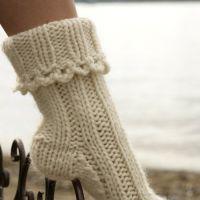 Вязаные носки белого цвета