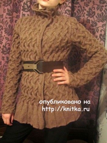 Кофта с узором из кос – работа Людмилы. Вязание спицами.