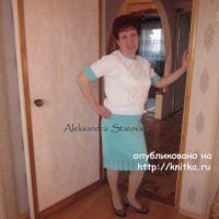 Вязаный спицами костюм – работа Александры Старовой