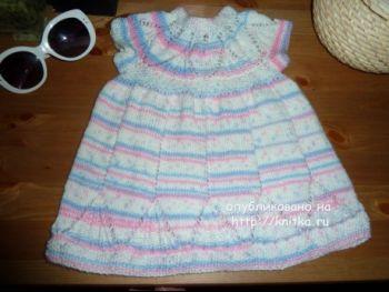 Вязаное платье для девочки – работа Светланы. Вязание спицами.