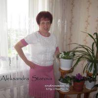 Вязаная кофточка – работа Александры Старовой