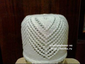 Вязаная спицами шапочка. Работа Натальи Фадеевой. Вязание спицами.