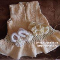 Платье, пинетки и повязка спицами. Работы Валерии