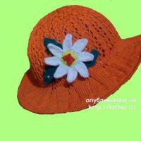 Вязаная спицами шляпа. Работа Елены
