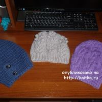 Синяя шапочка спицами. Работа Марины Ефименко