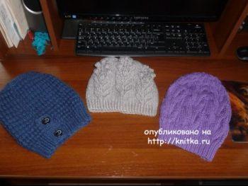 Синяя шапочка спицами. Работа Марины Ефименко. Вязание спицами.