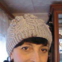 Бежевая шапочка спицами. Работа Марины Ефименко