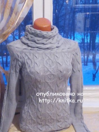 Вязаный женский свитер с аранами. Работа Анастасии. Вязание спицами.