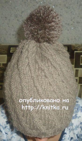 Вязаная спицами шапка. Работа Валерии. Вязание спицами.