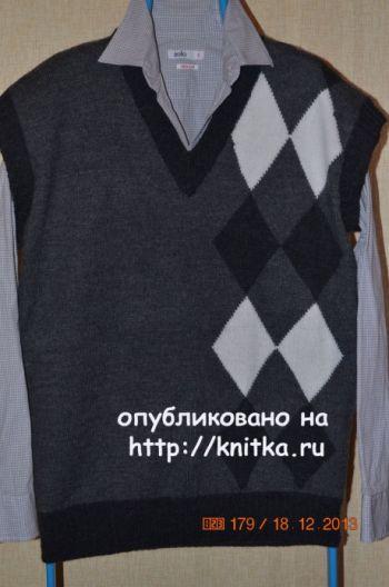 Мужской жилет. Работа Анастасии Поповой. Вязание спицами.