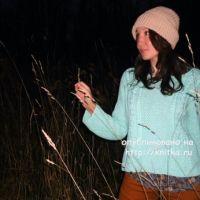 Вязаный спицами свитер. Работа Лилии