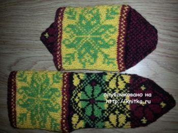 Носки с узором цветок. Работа Фариды. Вязание спицами.