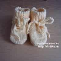 Желтые пинетки – носочки. Работа Валерии
