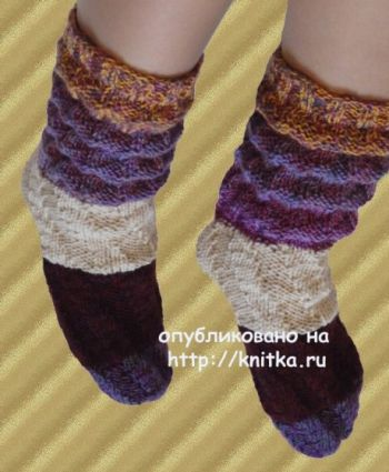 Носочки с пышными складками. Работа Сауле Вагаповой. Вязание спицами.