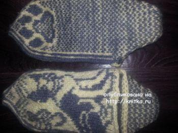Вязаные тапочки с собачкой. Работа Фариды. Вязание спицами.