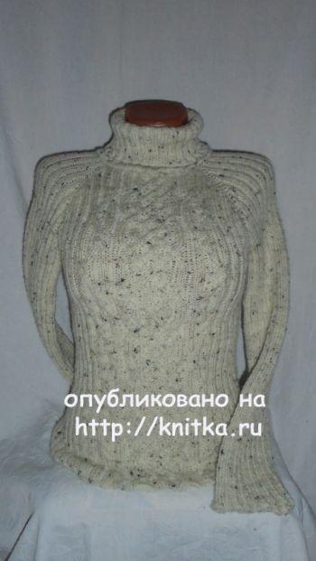 Женский свитер спицами. Работа Веры. Вязание спицами.
