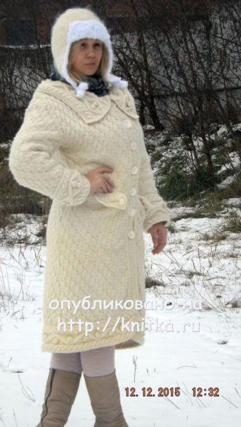 Зимнее пальто Ванилька. Работа Оксаны. Вязание спицами.