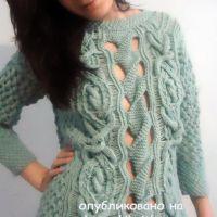 Вязаный женский свитер. Работа Лилии
