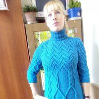 Вязаное спицами платье. Работа Марины Викторовны
