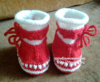 Туфельки – пинетки с носочком. Работа Риммы. Вязание спицами.
