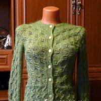 Зеленый жакет спицами. Работа Марины Ефименко