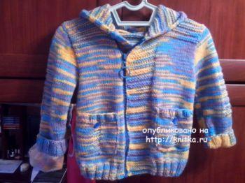 Вязаная курточка для мальчика. Работа Ивановой Светланы. Вязание спицами.