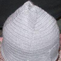 Мужская осенняя шапка спицами. Работа Елены
