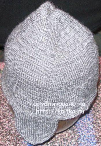 Мужская осенняя шапка спицами с ушками