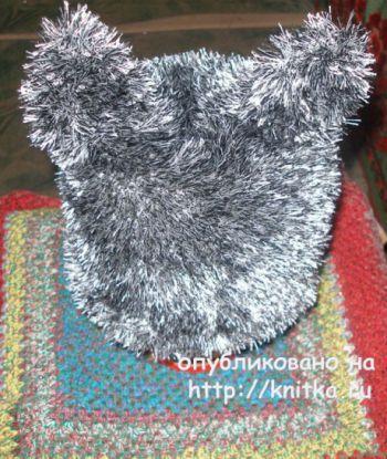Шапка – кошка спицами. Работа Елены. Вязание спицами.