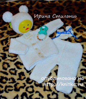 Белая кофточка для новорожденного малыша спицами