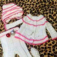 Детский костюм: шапка, штанишки и кофта спицами
