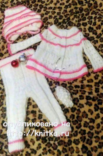 Детский костюм: шапка, штанишки и кофта спицами. Вязание спицами.