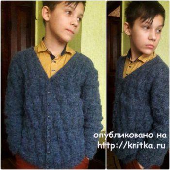 Джемпер для мальчика спицами. Работа Оксаны. Вязание спицами.
