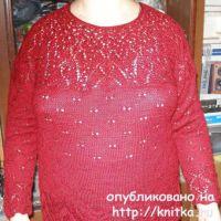Женский свитер спицами. Работа Елены