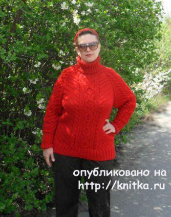 Вязанный спицами женский свитер реглан с аранами