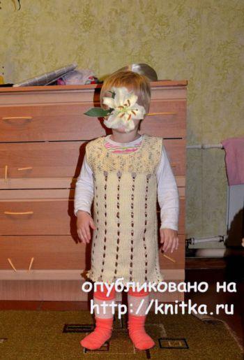Сарафан для девочки спицами. Работа Светланы. Вязание спицами.