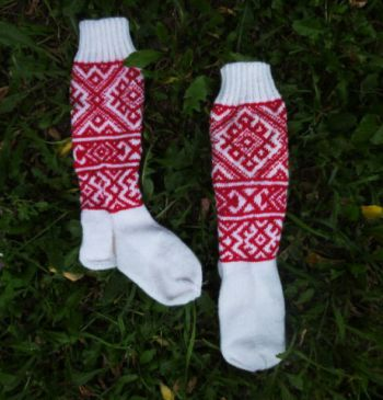 Носки спицами со славянским орнаментом. Вязание спицами.