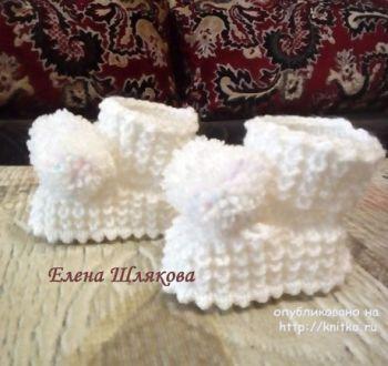 Пинетки спицами для новорожденного. Работа Елены Шляковой. Вязание <strong>вязание спицами варежки и шарф</strong> спицами.