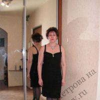 Женское платье спицами. Работа Людмилы Петровой