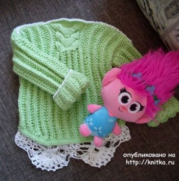 Свитер для девочки спицами. Работа Снежаны. Вязание спицами.